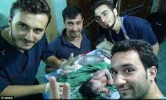 孕妇被爆炸波及 叙利亚医生剖腹产救弹